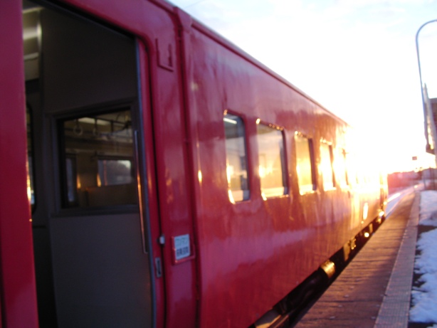 20110103_sunrise_and_train